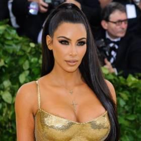 Kim Kardashian przesadziła. Ta sukienka to wpadka?! Tego nie powinna odkrywać!