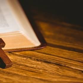 Wielki Piątek 2020. Liturgia Męki Pańskiej w Internecie. Gdzie obejrzeć transmisję online i w TV?
