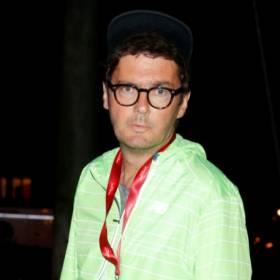 """Kuba Wojewódzki w zaskakującym wydaniu. Internauci komentują: """"Bez okularów znacznie młodszy"""""""