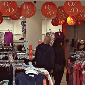 Znana sieć odzieżowa znika z Polski. Likwiduje wszystkie sklepy i urządza wyprzedaż