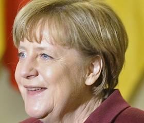 Angela Merkel nie będzie już kandydować, więc dostała misia. Podobny?