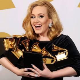 Już po Grammy 2017. Adele tryumfuje. Nagroda trafiła też do Polaka!