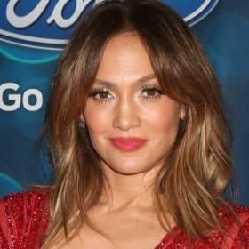 Jennifer Lopez kusi przy kawce. 51-latka zniewala urodą! [FOTO]