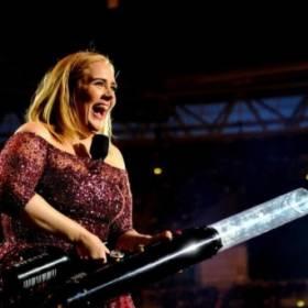 Adele może już nigdy więcej nie grać koncertów! Sprawdź, czym gwiazda to tłumaczy!