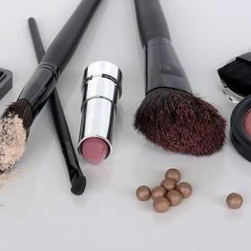 Sylwester 2018/2019: Jak utrwalić makijaż sylwestrowy? Sprawdź nasze podpowiedzi!