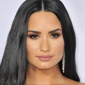 Demi Lovato pierwszy raz na scenie od przedawkowania. Jej niezwykle wzruszający występ otrzymał owację na stojąco