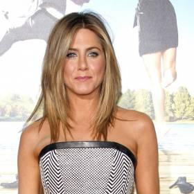 Jennifer Aniston pozuje na łóżku z tajemniczym adoratorem? Kim jest jej nowa miłość? [ZDJĘCIA]