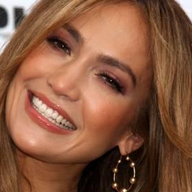Jennifer Lopez śmiało odsłania ciało. Zniewalające kadry opublikowała w sieci. Wokalistka wygląda, jak nastolatka!