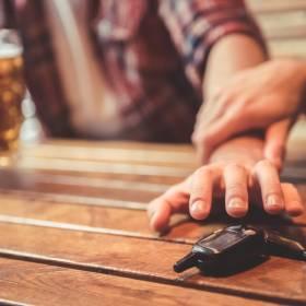 Nietrzeźwy przyjechał pomóc pijanemu szwagrowi. Auto przeparkowała jego żona, która miała 1,5 promila