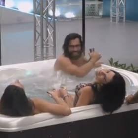 """""""Big Brother 2"""". Uczestniczki nago. Nie boją się kąpać bez kostiumów kąpielowych"""