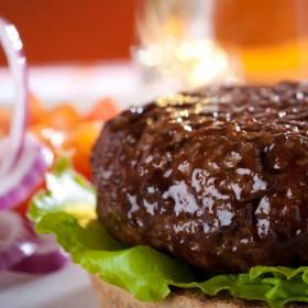 W mięsie wykryto groźną bakterię. GIS ostrzega przed tymi produktami