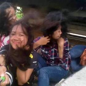 Selfie przy torach z tragicznym finałem. Kamera zarejestrowała przerażający wypadek