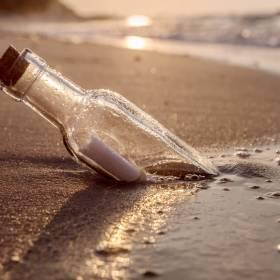 """Bałtyk wyrzucił list w butelce. Treść doprowadziła znalazczynię do łez. """"Nie byłam w stanie się opanować"""""""