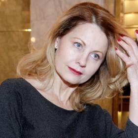 Ewa Skibińska zachwyca na zdjęciach z wakacji. Zapozowała ubrana w samą chustę