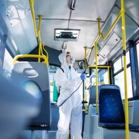 Kraków: Nastolatek jechał autobusem bez biletu. Gdy do autobusu wsiedli kontrolerzy, wpadł w furię!