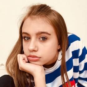 Oliwia Bieniuk w sukience polskiej marki! Internauci zachwyceni