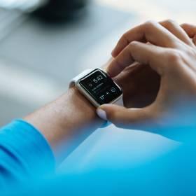 Smartwatch czy smartband: co warto kupić?