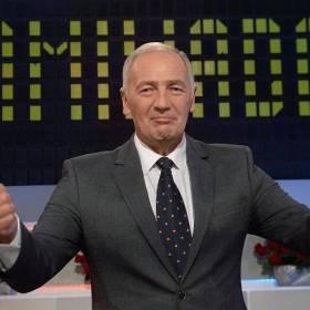 """Karol Strasburger zakpił z uczestniczek """"Familiady"""". Teraz przeprasza"""