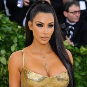 """Kim Kardashian niemal nago. Kadry z """"nocnego pływania"""" trafiły do sieci!"""