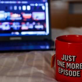 Netflix na grudzień 2020. Co na Święta? Sprawdź serialowe i filmowe nowości