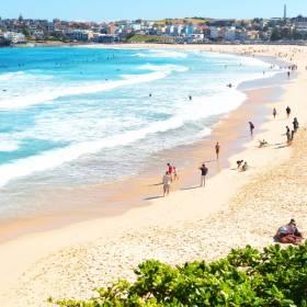 Maseczki wylądowały na plażach Australii. Kontener zgubił mnóstwo towaru