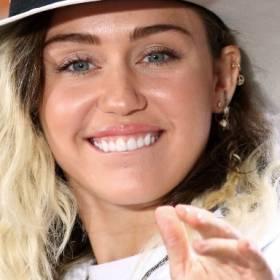 Miley Cyrus topless i w maseczce! Intymny kadr trafił do sieci