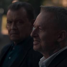 """O.S.T.R. i Sebastian Fabijański """"PSY. W imię zasad"""". Bogusław Linda w teledysku! [WIDEO]"""
