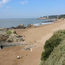 Ocean wyrzuca setki kilogramów kokainy! Alarm na atlantyckich plażach Francji