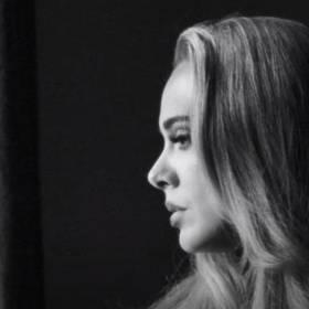 """Adele wróciła po pięciu latach milczenia z utworem """"Easy On Me"""". Od razu stał się hitem [WIDEO]"""