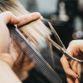 4 domowe sposoby na przetłuszczające się włosy