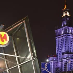 Warszawa. Samochód na stacji metra? Zdjęcie wozu trafiło do sieci