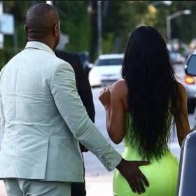 Za małe klapki i do tego skarpety! Zobaczy jak Kanye West ubrał się na wesele!