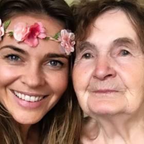 Gwiazdy celebrują Dzień Babci. Wzruszające zdjęcia publikują w mediach społecznościowych