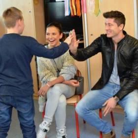 Lewandowscy pomagają małym pacjentom! Dali 500 tysięcy złotych na remont Centrum Zdrowia Dziecka