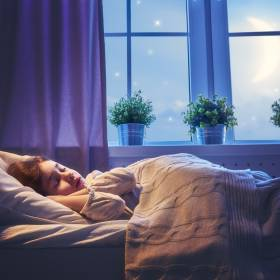 Ta dziewczynka śpi zaledwie godzinę dziennie. Ever cierpi na rzadkie schorzenie