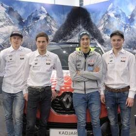 """Polscy skoczkowie narciarscy pokazali się bez koszulek. Fani komentują: """"Ale widoki"""""""