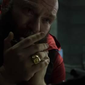 """Dom z papieru 4. Ulubiona pieśń Jana Pawła II w serialu Netflixa! Bohaterowie śpiewają """"Barkę"""" [WIDEO]"""