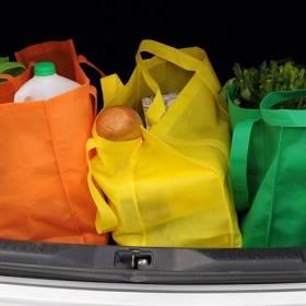 Przewoził dzieci w bagażniku, na torbach z zakupami... Policja publikuje nagranie