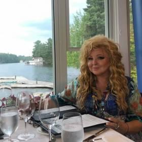 Piękny dom i ogród z jacuzzi! Magda Gessler zdradziła jak wygląda jej dom w Kanadzie