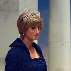 Lady Kitty Spencer wyszła za o 32-lata starszego multimilionera. Bratanica księżnej Diany wystąpiła w kliku zjawiskowych kreacjach! [ZDJĘCIA]