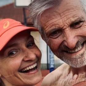 """Zdjęcia postarzonych osób zalewają Internet. O co chodzi w """"Age Challenge"""" ?"""
