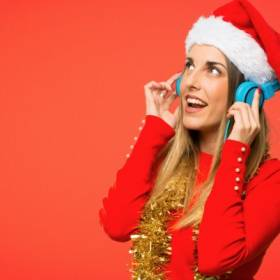 15 piosenek świątecznych, które towarzyszą nam od lat! Co dodasz do tej listy?