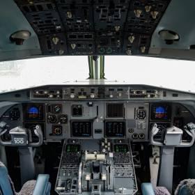 Wpuścił pasażerkę do kabiny pilotów. Dostał dożywotni zakaz latania