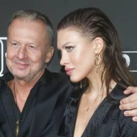"""""""Psy 3"""". Bogusław Linda na premierze z przepiękną córką Aleksandrą. Ona też zagrała w filmie"""