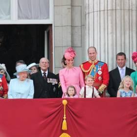 Brytyjska Rodzina Królewska: Jakie są ulubione przysmaki Windsorów?