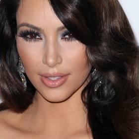 Kim Kardashian uczy się niemal nago. To najseksowniejsza studentka na świecie?! [FOTO]