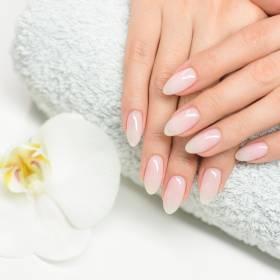 Jak zmyć lakier do paznokci bez zmywacza?