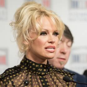 Pamela Anderson została mężatką po raz piąty! Wybrankiem gwiazdy 74-latek