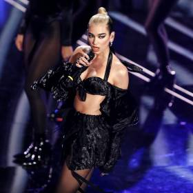 Fanka zaatakowała Duę Lipę! Meksykanie przepraszają piosenkarkę za nachalność