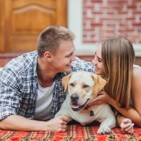 Pies sprawia, że jesteśmy szczęsliwsi w związku! Tak wykazały badania